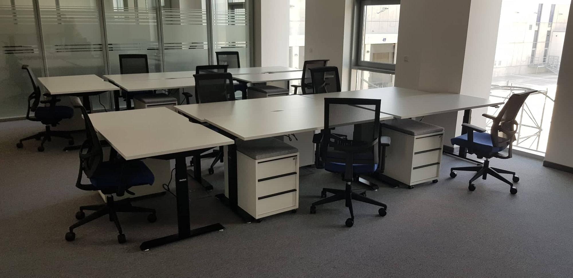 Ергономичен офис с ергономични бюра с регулиране на височинатаBulDesk Pro